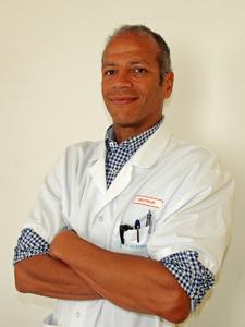Dr ackah miezan stanley %283%29 reduit